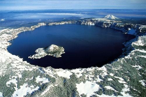 Кратерното езеро
